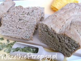 Chleb pełnoziarnisty z pestkami dyni.