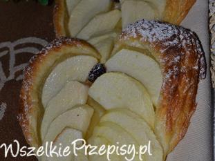Serduszka z ciasta francuskiego z jabłkiem