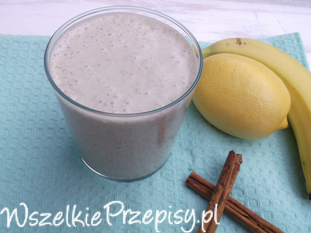 Koktajl jogurtowy z bananami, otrębami i jęczmieniem