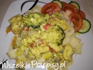 Makaron z filetem oraz warzywami