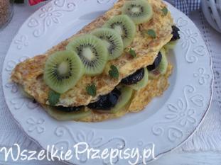 Śniadaniowy omlet z kiwi i dżemem