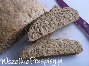 Razowo - żytni chleb.