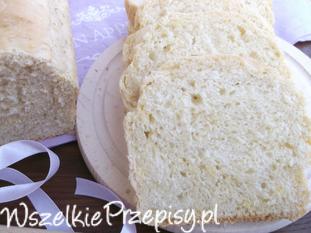 Domowy chleb tostowy.