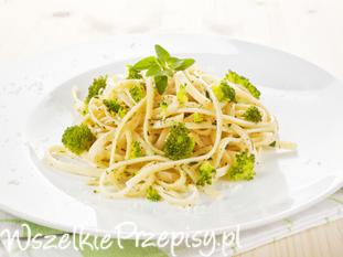 Spaghetti carbonara z brokułami