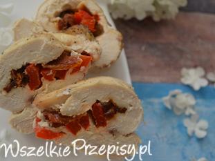 Pierś z kurczaka faszerowana czerwoną papryką i suszonymi pomidorami