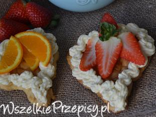 Ciastka z owocami i masą budyniową