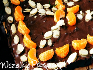 Mazurek czekoladowy ze świeżymi owocami