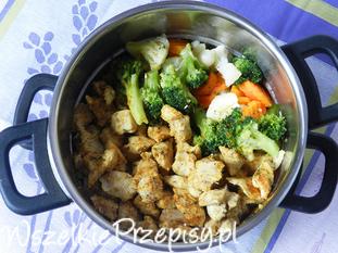 Kurczak na parze z warzywami