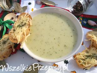 Ziemniaczano-czosnkowa zupa krem z serową grzanką.