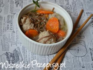 zupa z kuleczkami mięsnymi i makaronem soba