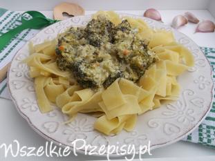 Tagliatelle z sosem brokułowo-śmietankowym