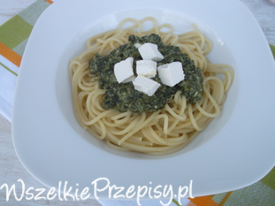 Spaghetti ze szpinakiem i serem feta