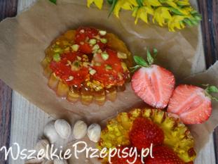 galaretka cytrynowa z truskawką i pistacjami