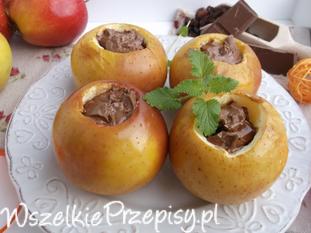 Pieczone jabłka z rodzynkami i czekoladą.