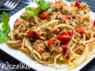 Spaghetti z tuńczykiem, oliwkami i mozzarellą