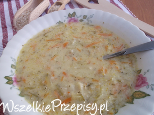 Zupa ogórkowa z kaszą jęczmienną.