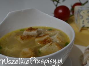 Zupa serowa z grzankami .