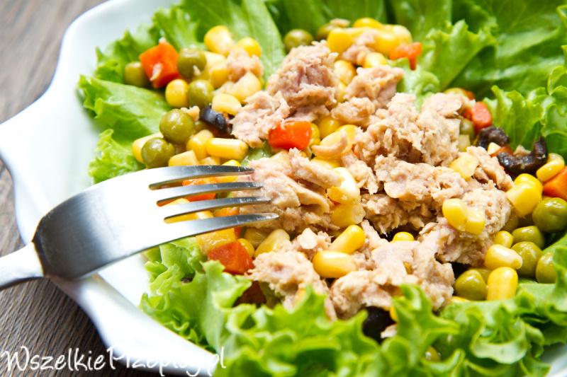 Salatka Z Tunczykiem Z Salata Przepisy Kulinarne