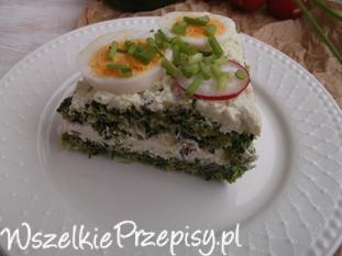 Szpinakowy torcik z twarożkiem, warzywami i jajkiem.