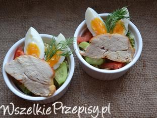 Makaronowa sałatka z kurczakiem