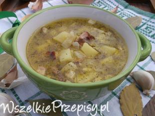 Zupa ziemniaczana z cebulą, czosnkiem i boczkiem.