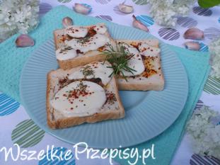 Ziołowe grzanki z serem mozzarella.
