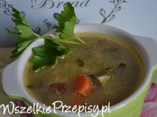 Zupa warzywna z liściem kalarepki i pęczakiem