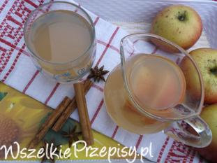 Kompot z jabłek, cynamonem i anyżem.
