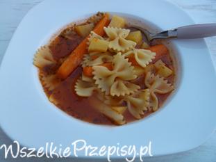 Zupa pomidorowa z ziemniakami i makaronem.