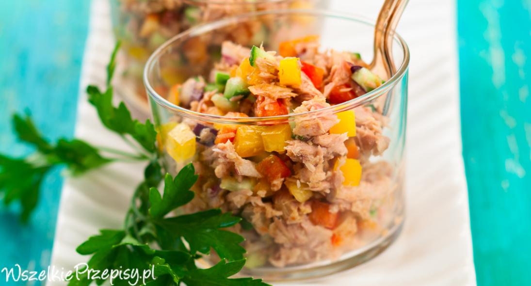 Salatka Z Tunczykiem I Kukurydza Przepisy Kulinarne