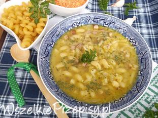 Zupa z soczewicą, makaronem i boczkiem.