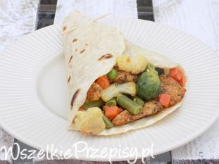 Tortilla z warzywami i mięsem