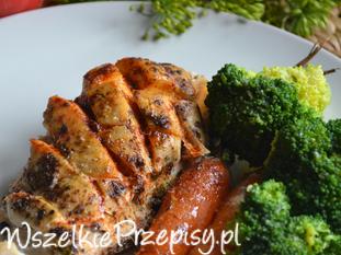 Pierś kurczaka grillowana z marchewką i brokułem