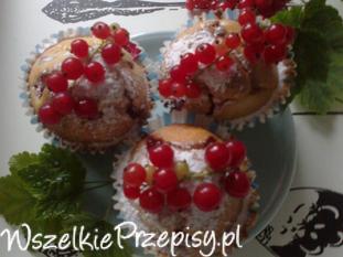 Muffinki z czerwoną porzeczką