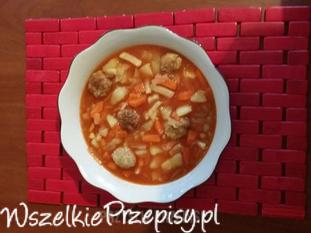 Zupka z kapustką i pikantnymi kuleczkami