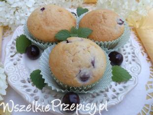 Muffinki jogurtowo-kokosowe z wiśniami.
