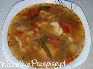 Zupa z soczewicą, piersią kurczaka i kluskami kładzionymi