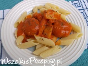 Pulpeciki drobiowe w sosie pomidorowym z warzywami.