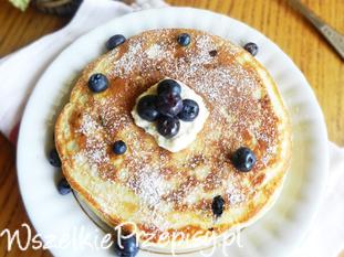 Puchate pancakes z borówkami