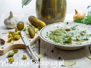 Staropolska zupa ogórkowa z kiszonych ogórków