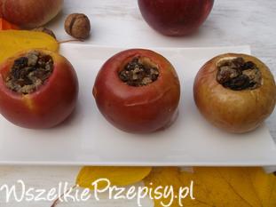 Jabłka pieczone z orzechami i rodzynkami