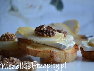 Grzanki z serem camembert