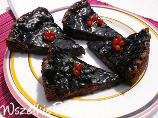 Ciasto czekoladowo-porzeczkowe.