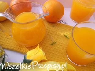 Napój marchewkowo-pomarańczowy.