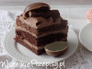 Tort urodzinowy z czekoladkami.