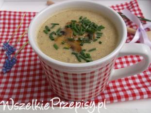 Zupa - krem z pieczarek z serkiem ricotta.