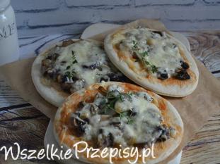 Pizza z pieczarkami i serem
