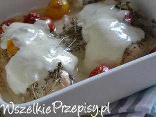 Pierś z kurczaka z pomidorkami i tymiankiem pod mozzarellą