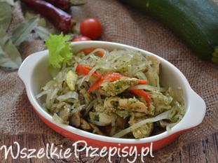 Kurczak w warzywach z makaronem ryżowym