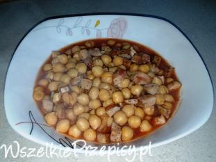 Ciecierzyca z kiełbasą w sosie pomidorowym